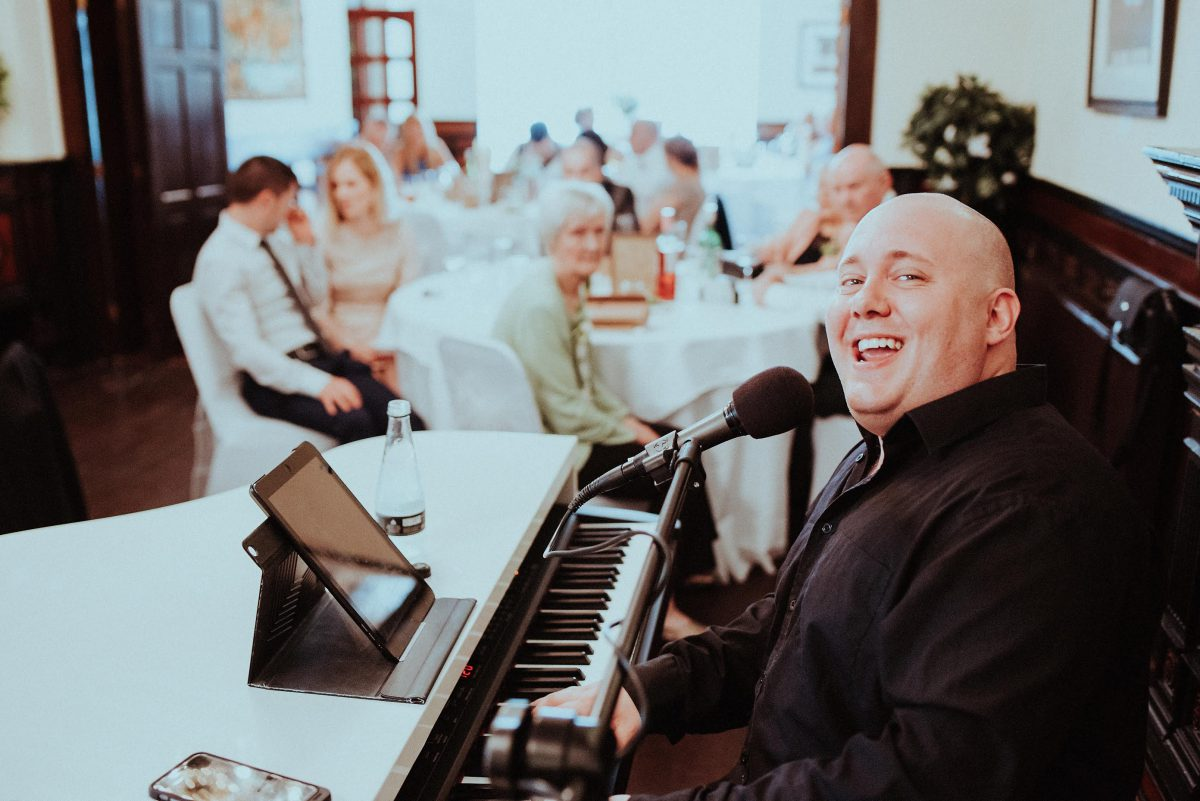 Mark performs a fun wedding breakfast for Martin and pearl in South Yorkshire